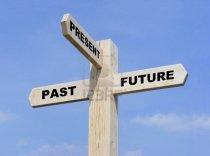 9270997-senal-de-madera-aislada-con-el-texto-en-el-pasado-presente-y-futuro